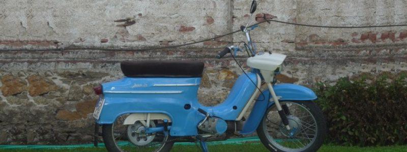Jawa 50 typ 21 z roku 1972 1 800x300 - Osobní sbírka motocyklů