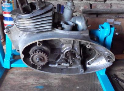 Otočný držák na opravy motorů