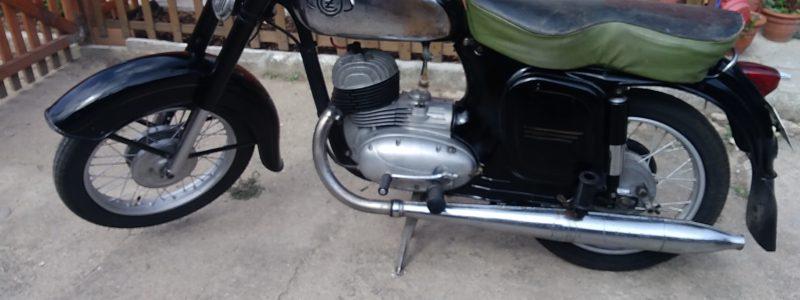 P 20180625 162453 800x300 - Osobní sbírka motocyklů