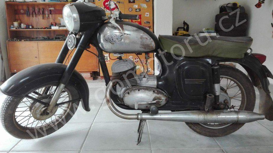 received 10203603284799867 - ČZ 125 typ 453 z roku 1961