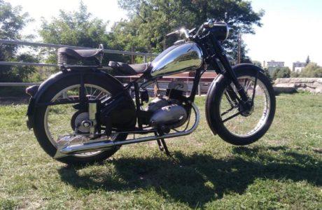 ČZ 150 C z roku 1951 První projížďka 4 460x300 - ČZ 150 C z roku 1951 - První projížďka
