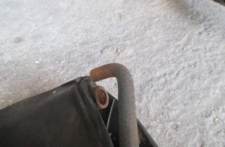 ČZ 150 C z roku 1951 – Výměna gumového potahu sedla 4 460x300 - ČZ 150 C z roku 1951 - Výměna gumového potahu sedla