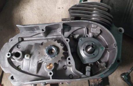 Z 250 typ 455 z roku 1961 Skládání motoru 11 460x300 - ČZ 250 typ 455 z roku 1961 - Skládání motoru
