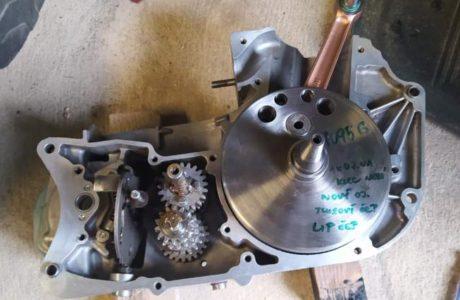 Z 250 typ 455 z roku 1961 Skládání motoru 6 460x300 - ČZ 250 typ 455 z roku 1961 - Skládání motoru