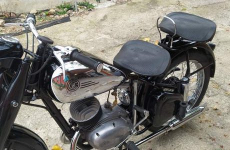Z 150 C z roku 1951 Madlo spolujezdce 10 460x300 - ČZ 150 C z roku 1951