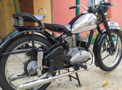 ČZ 150 C z roku 1951 – Madlo spolujezdce