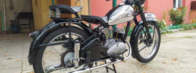 Z 150 C z roku 1951 Madlo spolujezdce 6 800x300 - Osobní sbírka motocyklů
