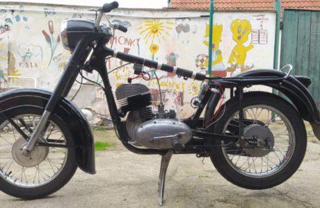 Z 250 typ 455 z roku 1961 – Skládání 1 460x300 - ČZ 250 typ 455 z roku 1961