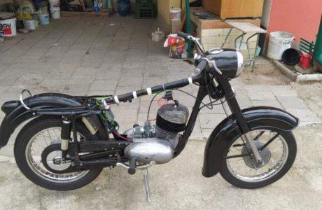 Z 250 typ 455 z roku 1961 – Skládání 10 460x300 - ČZ 250 typ 455 z roku 1961