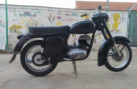 Z 250 typ 455 z roku 1961 – Skládání 11 460x300 - ČZ 250 typ 455 z roku 1961