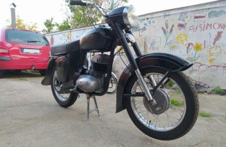 Z 250 typ 455 z roku 1961 – Skládání 13 460x300 - ČZ 250 typ 455 z roku 1961