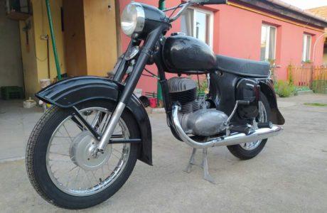 Z 250 typ 455 z roku 1961 – Skládání 14 460x300 - ČZ 250 typ 455 z roku 1961