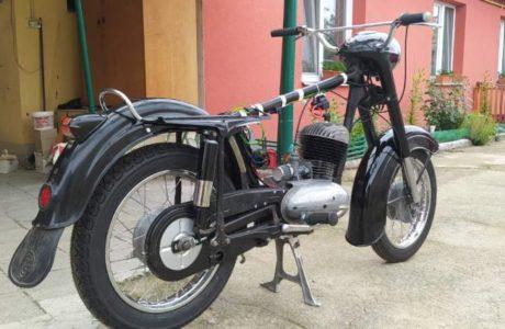 Z 250 typ 455 z roku 1961 – Skládání 9 460x300 - ČZ 250 typ 455 z roku 1961