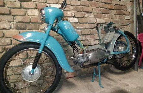Jawa 50 typ 555 z roku 1959 – Skladani 2 460x300 - Jawa 50 typ 555 z roku 1959