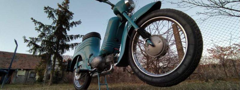 Jawa 50 typ 555 z roku 1959 Po restaurovani 30 800x300 - Osobní sbírka motocyklů