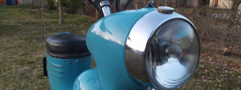 Jawa 50 typ 555 z roku 1959 Po restaurovani 40 800x300 - Osobní sbírka motocyklů