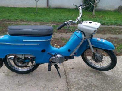 Sháním – Zadní plech, horní bříško, přední blatník v původní modré barvě na Jawa 50 typ 21.