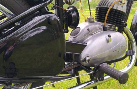 CZ 150 C z roku 1951 – Oprasena po dvou letech 18 460x300 - ČZ 150 C z roku 1951 – Oprášena po dvou letech