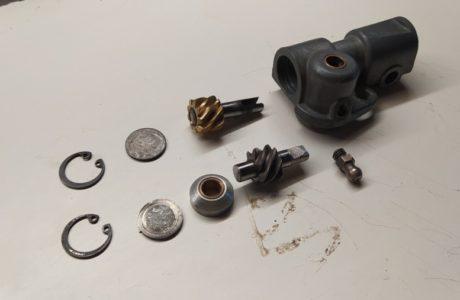 CZ 150 C z roku 1951 Prevodnik nahonu tachometru 1 460x300 - ČZ 150 C z roku 1951 - Převodník náhonu tachometru